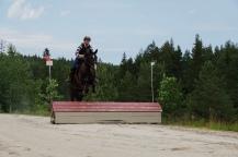 Anniken og hesten Gazza på feltrittstrening